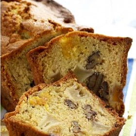 Cake with Apples, apricots and nuts Perigord